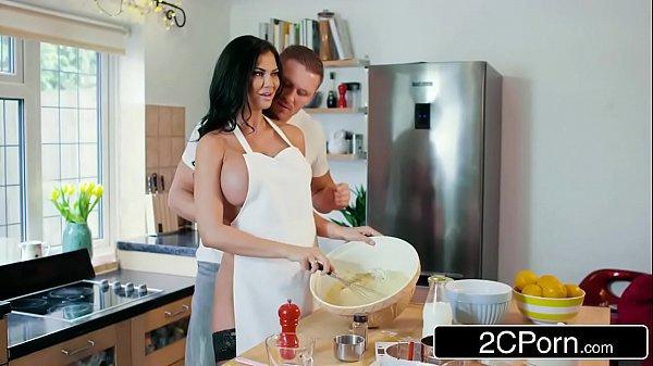 سكس محارم نيك امة في مطبخ وهي بقميص نوم سكس مترجم